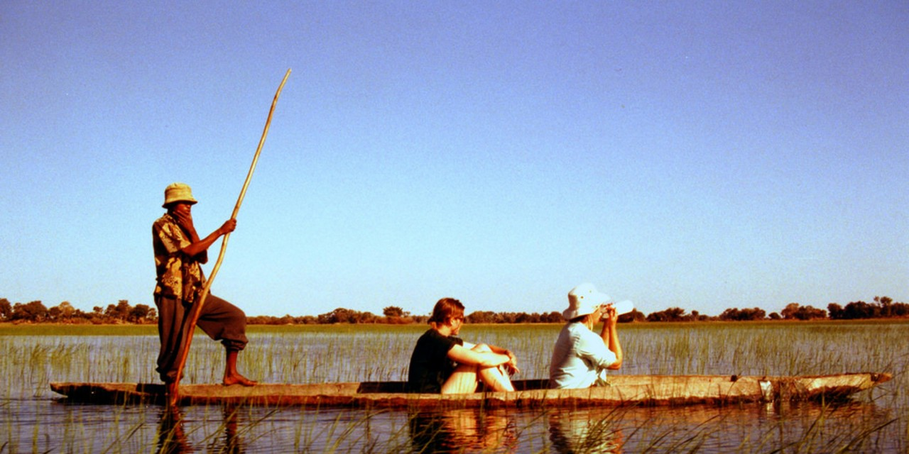 canoe safari in Okavano