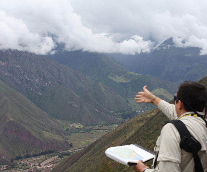 Local guide describes the environment of Cusco